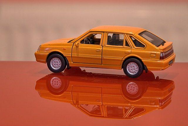 zabawkowy model samochodu