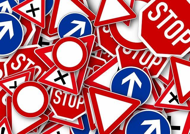 sprzedaż znaków drogowych